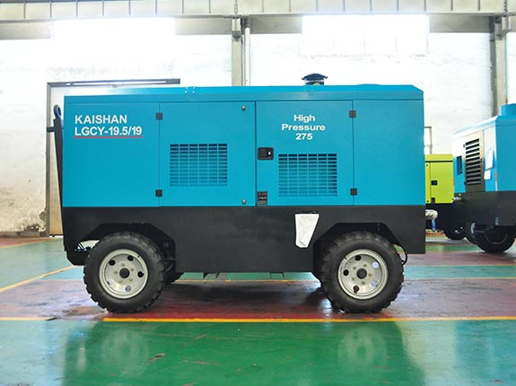 Two-stage compression portable diesel screw air compressor